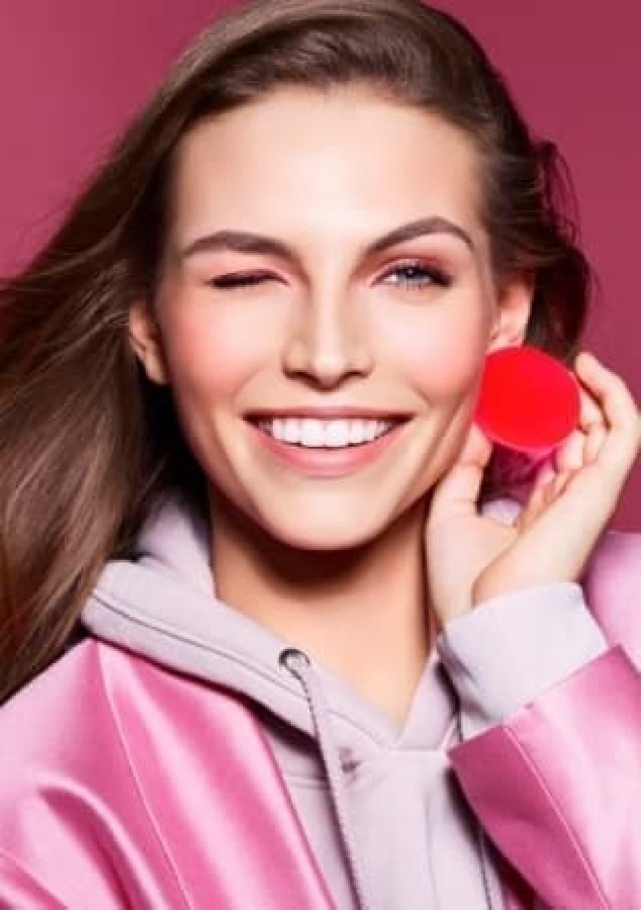 クラランス「2019Autumn Make Up Collection-Cheeky Cheeky BAM BAM-」でメイクした女性