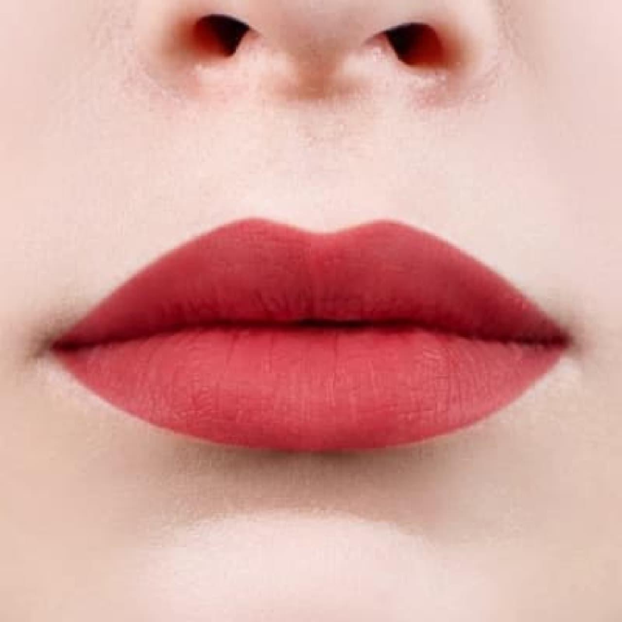 LB リアルマットルージュを塗った唇
